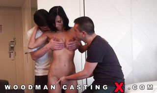 Appealing brunette latina darling persuades a male that her ass is much better