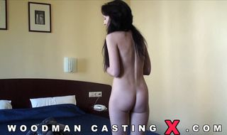 Breathtaking brunette bombshell plays with her yummy booty all alone