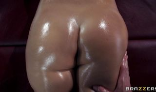 Sultry floozy Jessie Volt with perky nipples likes to get a good bum fuck