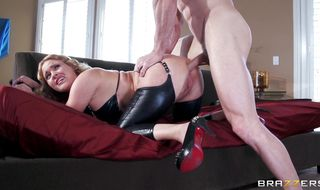 Racy Krissy Lynn gave a blowjob to man she liked before they butt fucked like crazy