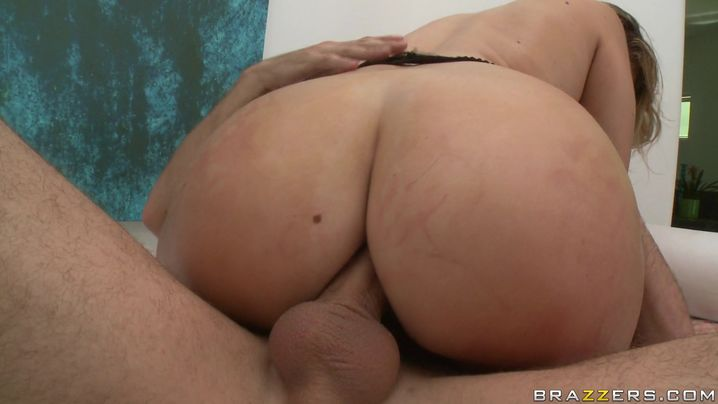 Voluptuous Briella Bounce receives a satisfying bum eating from her muscular pal