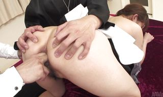 Playful bombshell Hitomi Kanou parades her tight ass in close up