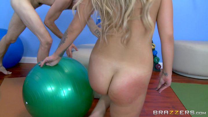 Wicked bombshell Madelyn Monroe fiercely slams her ass on a large cock