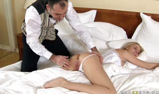 Playsome Mandy Dee has her pierced bum deeply drilled